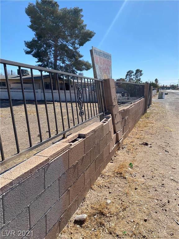 Frontier, Las Vegas, NV 89101 (MLS #2334087) :: Lindstrom Radcliffe Group