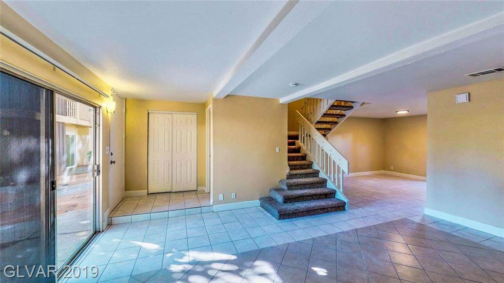 570 Willow Green Drive - Photo 1