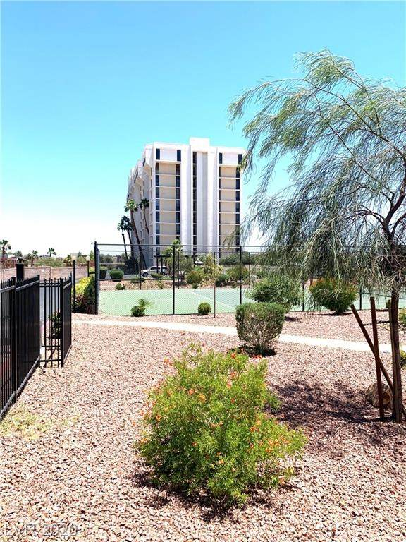 3930 University Center #1006, Las Vegas, NV 89119 (MLS #2198674) :: The Shear Team