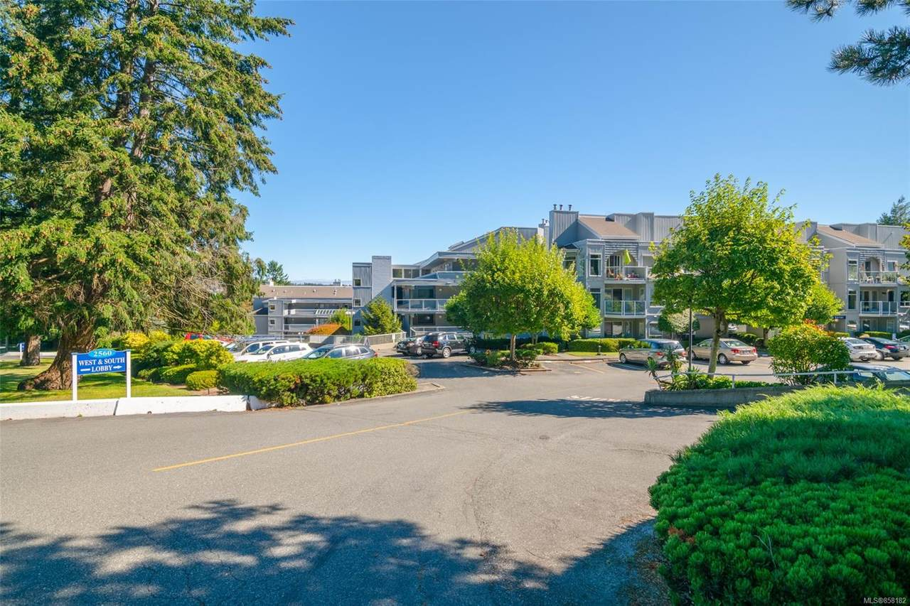 2560 Departure Bay Rd - Photo 1