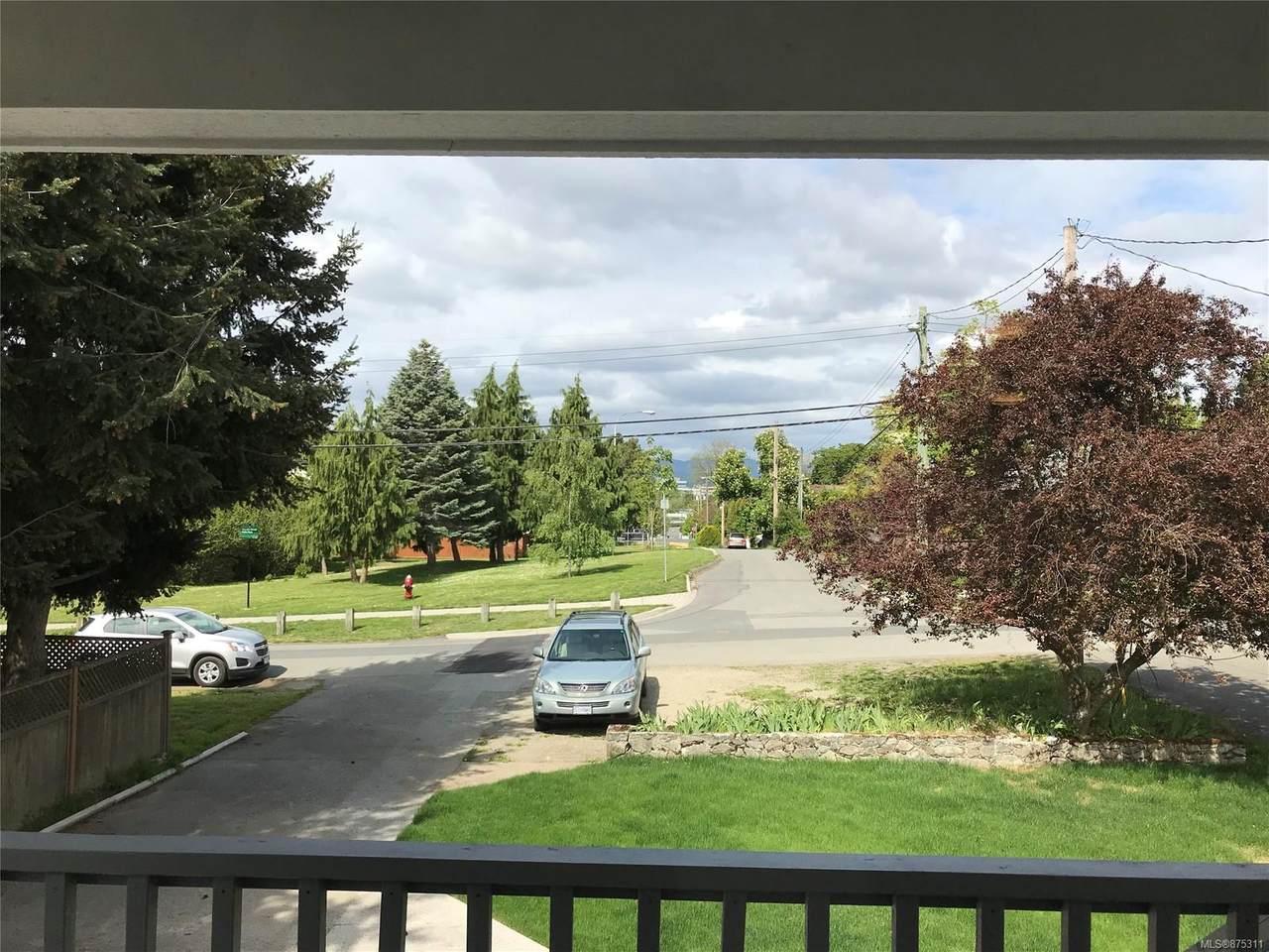 3283 Linwood Ave - Photo 1
