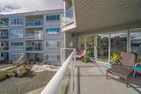 2562 Departure Bay Rd - Photo 38