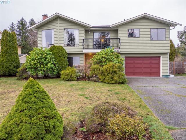 7206 Skyline Cres, Central Saanich, BC V8M 1M4 (MLS #387958) :: Day Team Realtors
