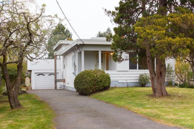 1940 Carrick St, Victoria, BC V8R 2M4 (MLS #390428) :: Day Team Realtors