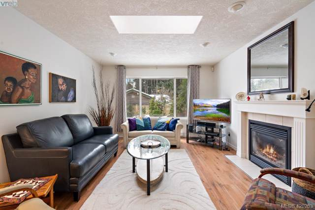 1007 Haslam Ave, Victoria, BC V9B 2N3 (MLS #420263) :: Day Team Realty