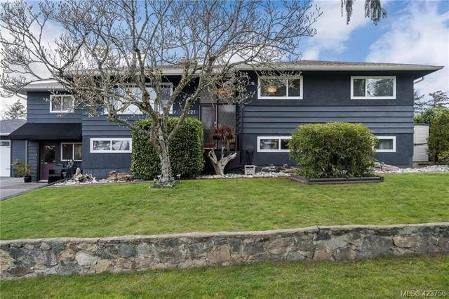 4221 Springridge Cres, Victoria, BC V8Z 4Y9 (MLS #423756) :: Day Team Realty