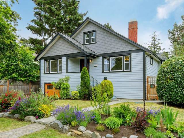 1773 Armstrong Ave, Victoria, BC V8R 5S5 (MLS #428328) :: Day Team Realty