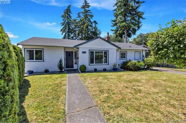 1637 Kenmore Rd, Victoria, BC V8N 4M8 (MLS #428450) :: Day Team Realty