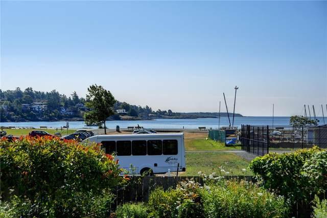 3819 Beachview Pl, Saanich, BC V8P 5N8 (MLS #850998) :: Day Team Realty