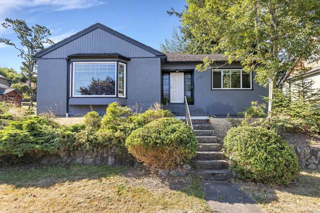 1117 Finlayson St, Victoria, BC V8T 2T8 (MLS #852398) :: Day Team Realty