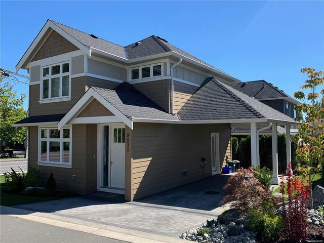 8031 Huckleberry Crt, Central Saanich, BC V8M 1K1 (MLS #854688) :: Day Team Realty