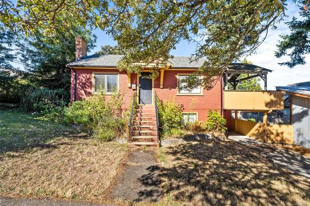 2210 Victor St, Victoria, BC V8R 4C5 (MLS #855034) :: Day Team Realty