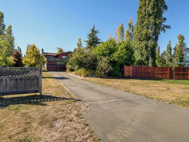 9254 Rideau Ave, North Saanich, BC V8L 1E8 (MLS #855365) :: Day Team Realty