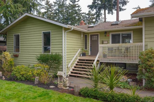 6321 Clear View Rd, Central Saanich, BC V8Y 2R3 (MLS #870627) :: Call Victoria Home