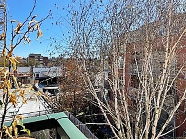 1015 Johnson St #303, Victoria, BC V8V 3N6 (MLS #872956) :: Pinnacle Homes Group