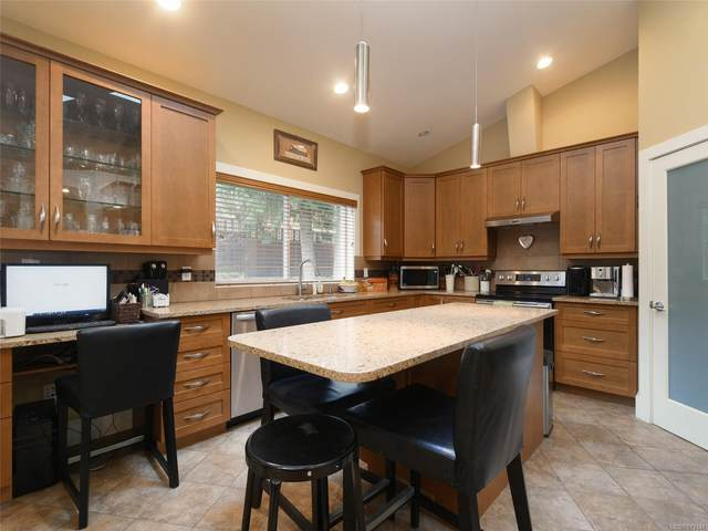 6830 East Saanich Rd, Central Saanich, BC V8Z 5Y9 (MLS #873148) :: Call Victoria Home