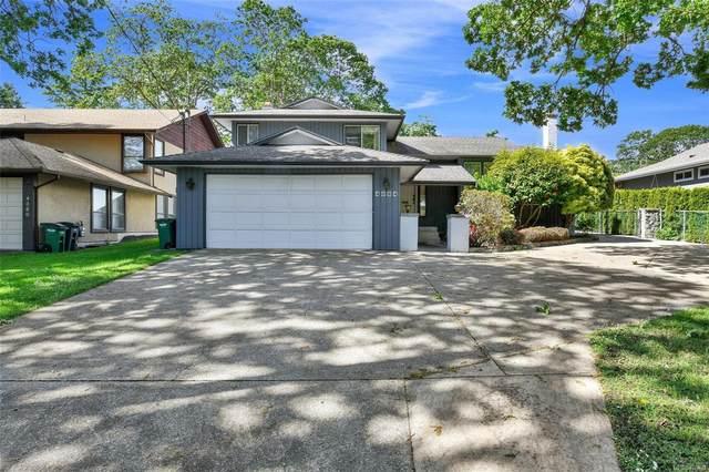 4084 Cedar Hill Rd, Saanich, BC V8N 3C3 (MLS #876533) :: Day Team Realty