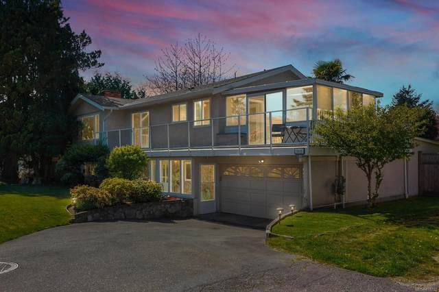 1611 Longacre Dr, Saanich, BC V8N 4M5 (MLS #876792) :: Day Team Realty