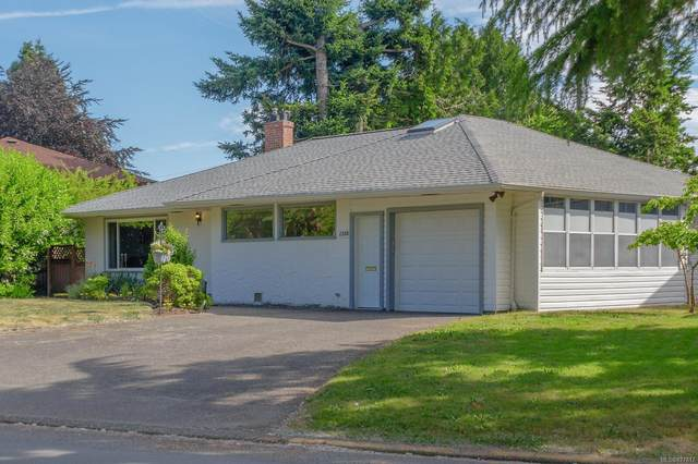 1758 Townley St, Saanich, BC V8R 3A7 (MLS #877817) :: Day Team Realty