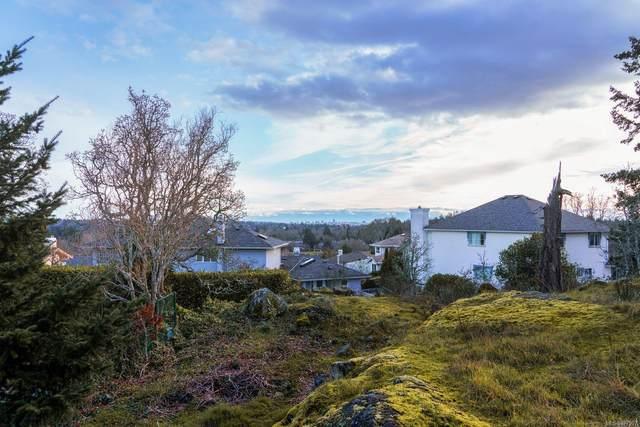 4280 Westervelt Pl, Saanich, BC V8X 4W5 (MLS #877997) :: Pinnacle Homes Group