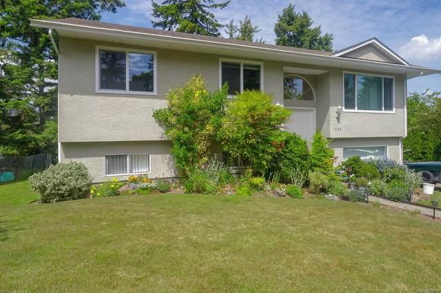 1380 Treebank Rd W, Esquimalt, BC V9A 6Y8 (MLS #878071) :: Day Team Realty