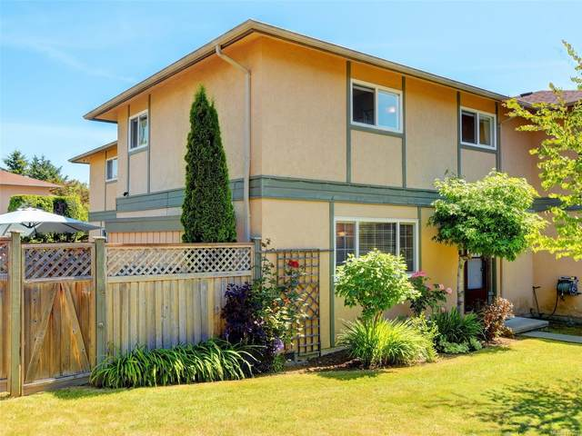 1945 Lisnoe Ave #2, Central Saanich, BC V8M 1T2 (MLS #879001) :: Pinnacle Homes Group
