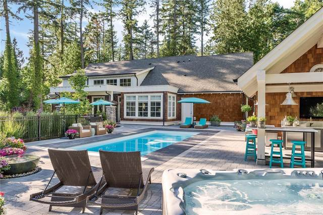 493 Dunmora Crt, Central Saanich, BC V8M 1S4 (MLS #886641) :: Day Team Realty