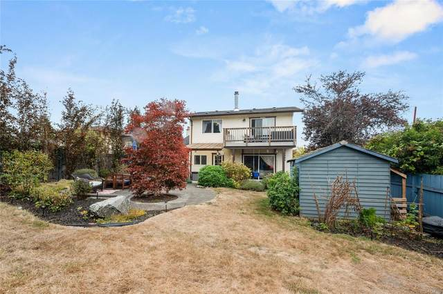 2822 Rockwell Ave, Saanich, BC V9A 2M9 (MLS #887120) :: Day Team Realty