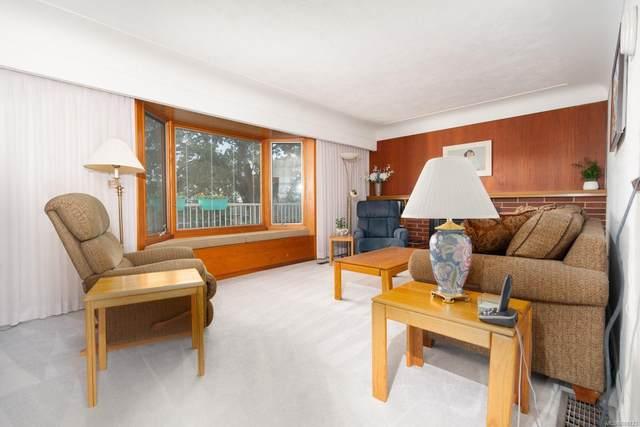 861 Kindersley Rd, Esquimalt, BC V9A 4M9 (MLS #888123) :: Call Victoria Home