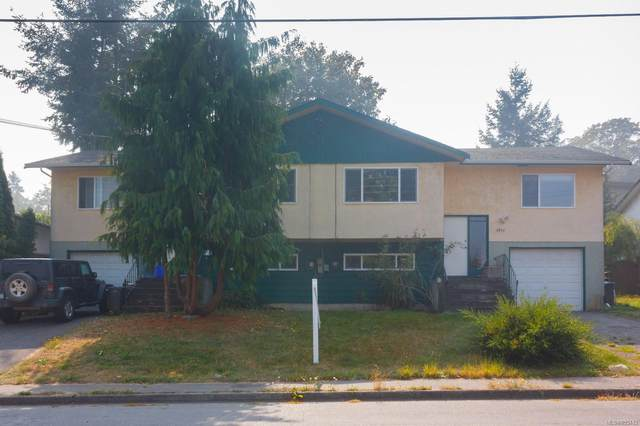 1013/1015 Wurtele Pl, Esquimalt, BC V9A 4S2 (MLS #855442) :: Day Team Realty
