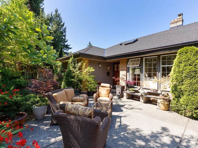 7344 Seabrook Rd, Central Saanich, BC V8M 1M9 (MLS #414151) :: Day Team Realty
