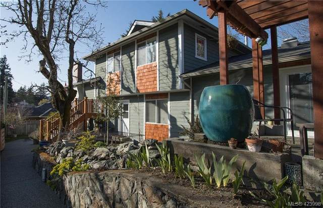 570 Hoffman Ave, Victoria, BC V9B 5W4 (MLS #423998) :: Day Team Realty