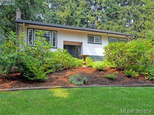 6922 Saanich Cross Rd, Victoria, BC V8Z 5X6 (MLS #381654) :: Day Team Realtors