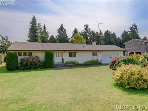 6321 Marie Meadows Rd, Victoria, BC V8Z 5Z9 (MLS #382120) :: Day Team Realtors