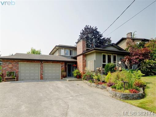 2071 Stellys Cross Rd, Central Saanich, BC V8M 1M7 (MLS #382174) :: Day Team Realtors