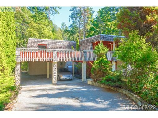 3882 Duke Rd, Victoria, BC V9C 4A5 (MLS #382422) :: Day Team Realtors