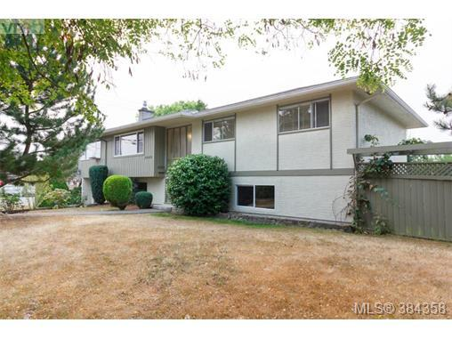 2048 Melville Dr, Central Saanich, BC V8M 1S3 (MLS #384358) :: Day Team Realtors