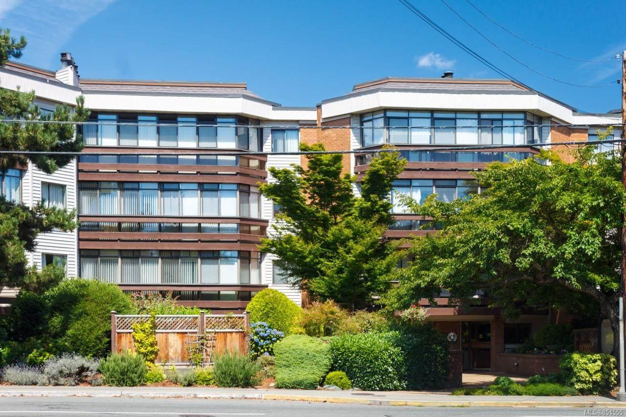 1560 Hillside Ave - Photo 1