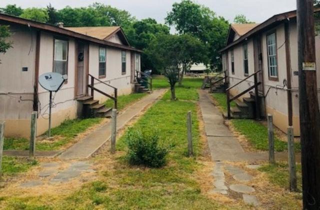 214 N Carpenter, Mart, TX 76664 (MLS #174909) :: Magnolia Realty