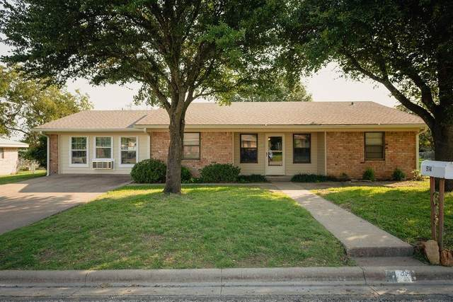 914 S Ave N Street, Clifton, TX 76634 (MLS #197946) :: A.G. Real Estate & Associates