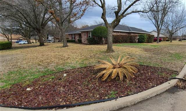 7012 Oxford Drive, Waco, TX 76712 (#199855) :: Homes By Lainie Real Estate Group