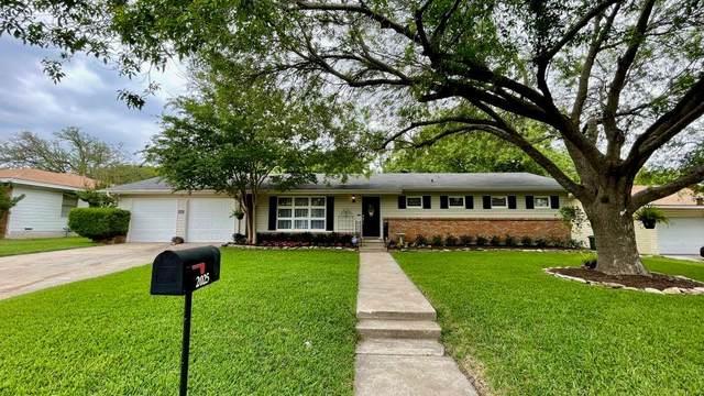 2025 La Porte Drive, Waco, TX 76710 (#201166) :: Zina & Co. Real Estate