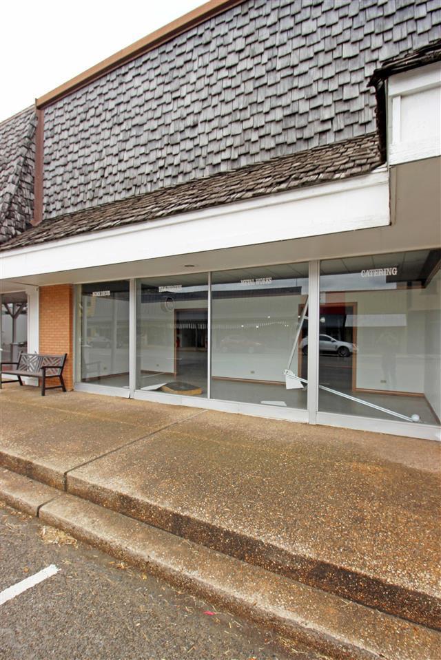 211 S Main St, Mcgregor, TX 76657 (MLS #173745) :: Magnolia Realty