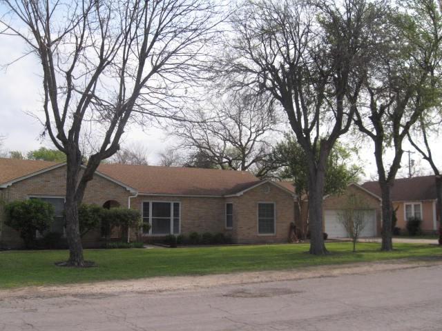 208 W Elm, West, TX 76691 (MLS #174338) :: Magnolia Realty