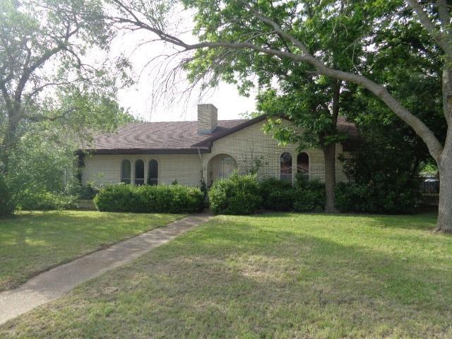 1200 W 6th Street, Mcgregor, TX 76657 (MLS #189921) :: A.G. Real Estate & Associates