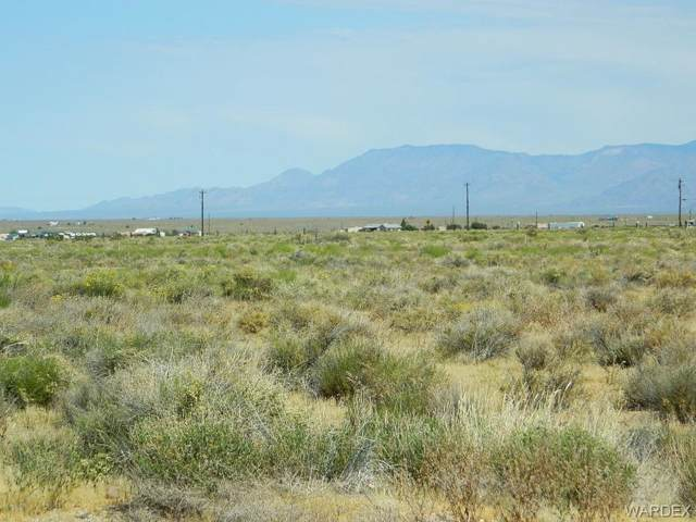 7452, 7458 E Morningside Drive, Kingman, AZ 86401 (MLS #957824) :: The Lander Team