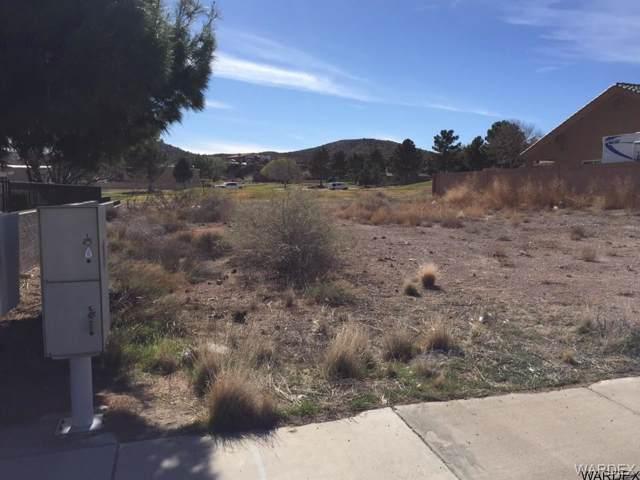 925 Country Club Drive, Kingman, AZ 86401 (MLS #961532) :: The Lander Team