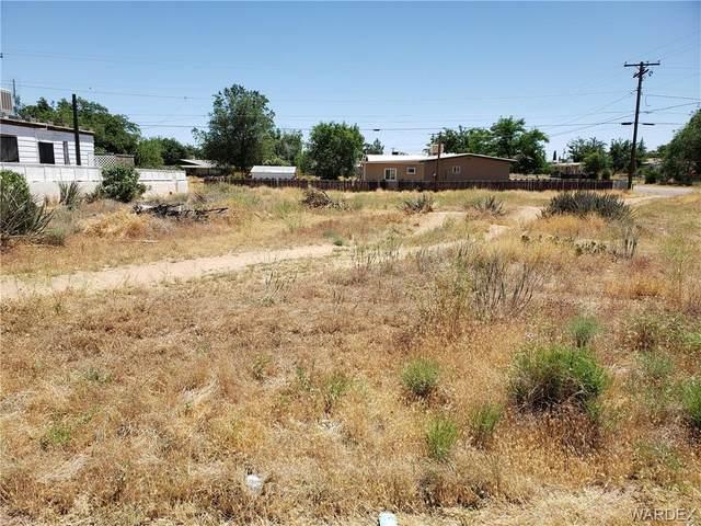 2600 E Packard Avenue, Kingman, AZ 86409 (MLS #966991) :: The Lander Team