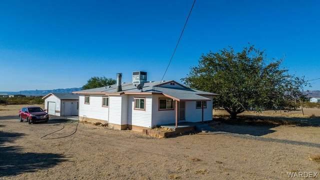 6090 W Chino Drive, Golden Valley, AZ 86413 (MLS #974887) :: The Lander Team