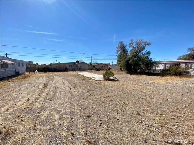 906 Sandy Beach Drive, Bullhead, AZ 86442 (MLS #977631) :: The Lander Team